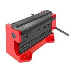 Levyleikkuri mallirakentajille ja pieneen levytyöhön. Työleveys 200 mm ja max. pellin paksuus 1 mm. Paino 11 kg