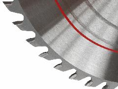 Korkealaatuinen ja kestävä TCT pyöröterä alumiinille. Täyskarkaistu ja jännitetty terä tarkkuus hiottuna ja kiilloitettuna.